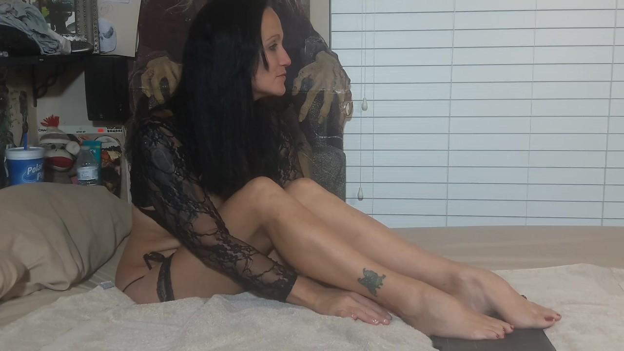 Гия роуз рисует ее ногти на ногах красный, удивительный ноги фетиш видео!