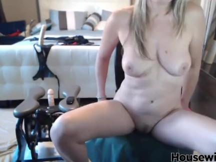 Canadian mature blond Velvet Skye squirts and fingerings ass hole