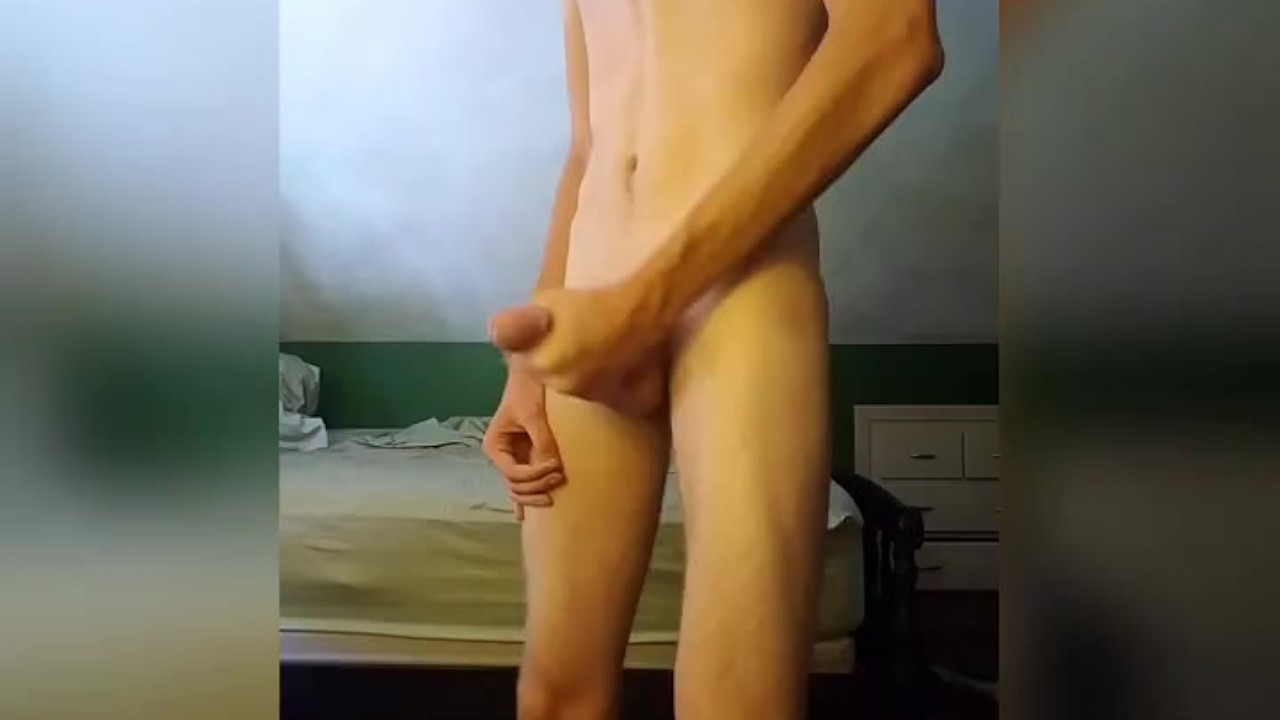 Высокий тощий подросток в труба носки сопляк от кончил