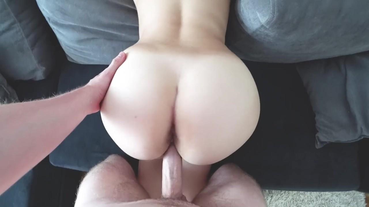 Молодая девушка с большой задницей трахал