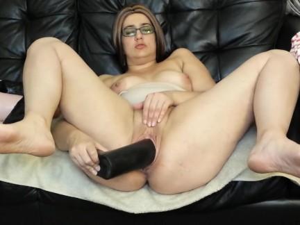 Мясистый киска мамочка трахается огромный фаллоимитаторы и зеваки киска