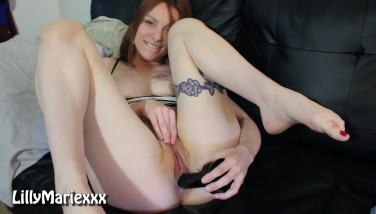 Solo girl smokes and fucks her butt with her feet up