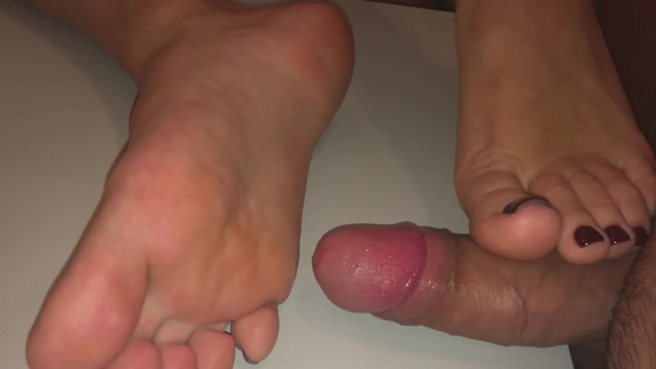Barefoot Pleasures. Footjob And Sexiest Toejob During The Cumshot