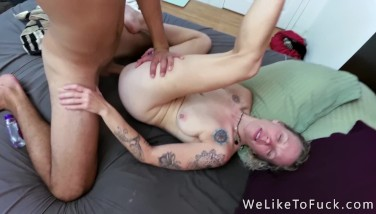Sexy Hippie Hairy Pussy Fucks Big Throbbing Cock, Has Loud Moaning Orgasms