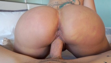 Big boob MILF Ryan Conner gets deep creampie