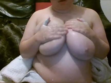BBW TEEN HAS FUN RUBBING HER HUGE TITS WITH LOTION!!
