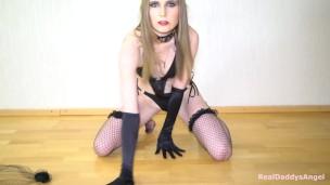 Худая блонда показывает стриптиз, скачать бесплатный эротика ххх