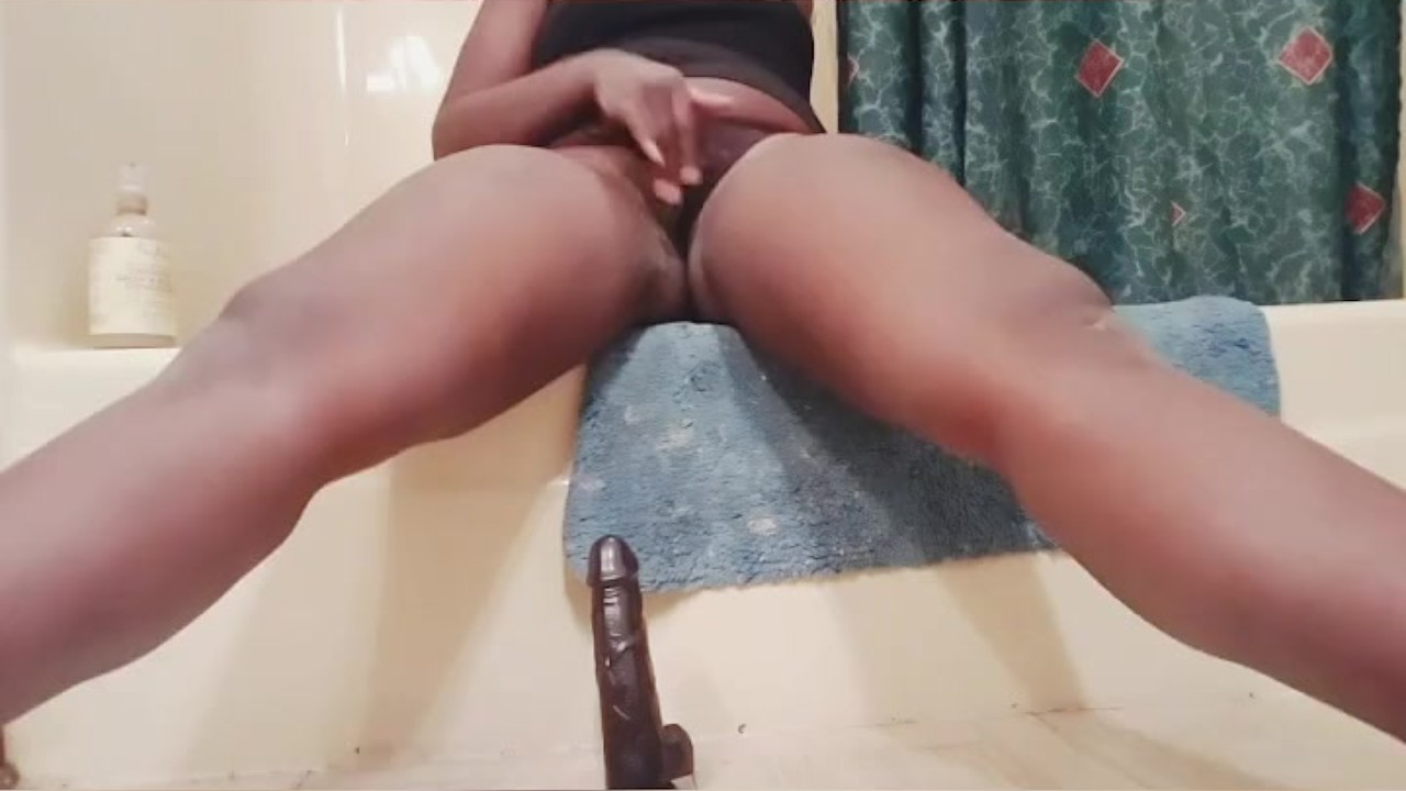Грудастая подросток делает сама оргазм три раза