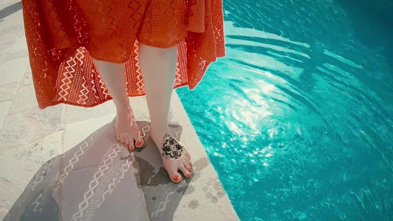 Имбирь девушка в длинный красный платье - волосатые киска сперма в жопе в бассейн