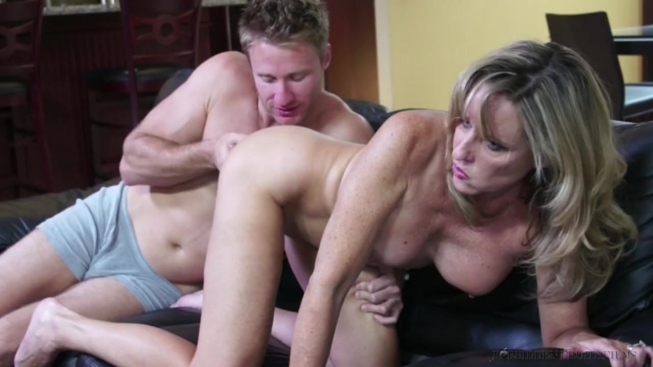 Stunning stepsis sucks her stepbrother's cock in public place