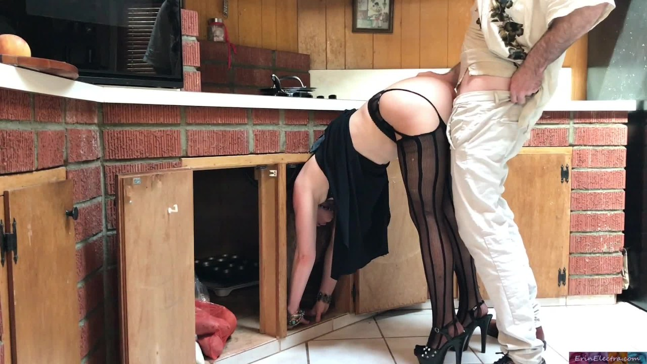 Мамочка застрял в кухня трах по сосед-эрин электра