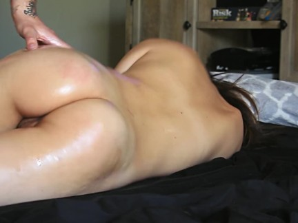 Asain Teen SQUIRTS by oil spanking