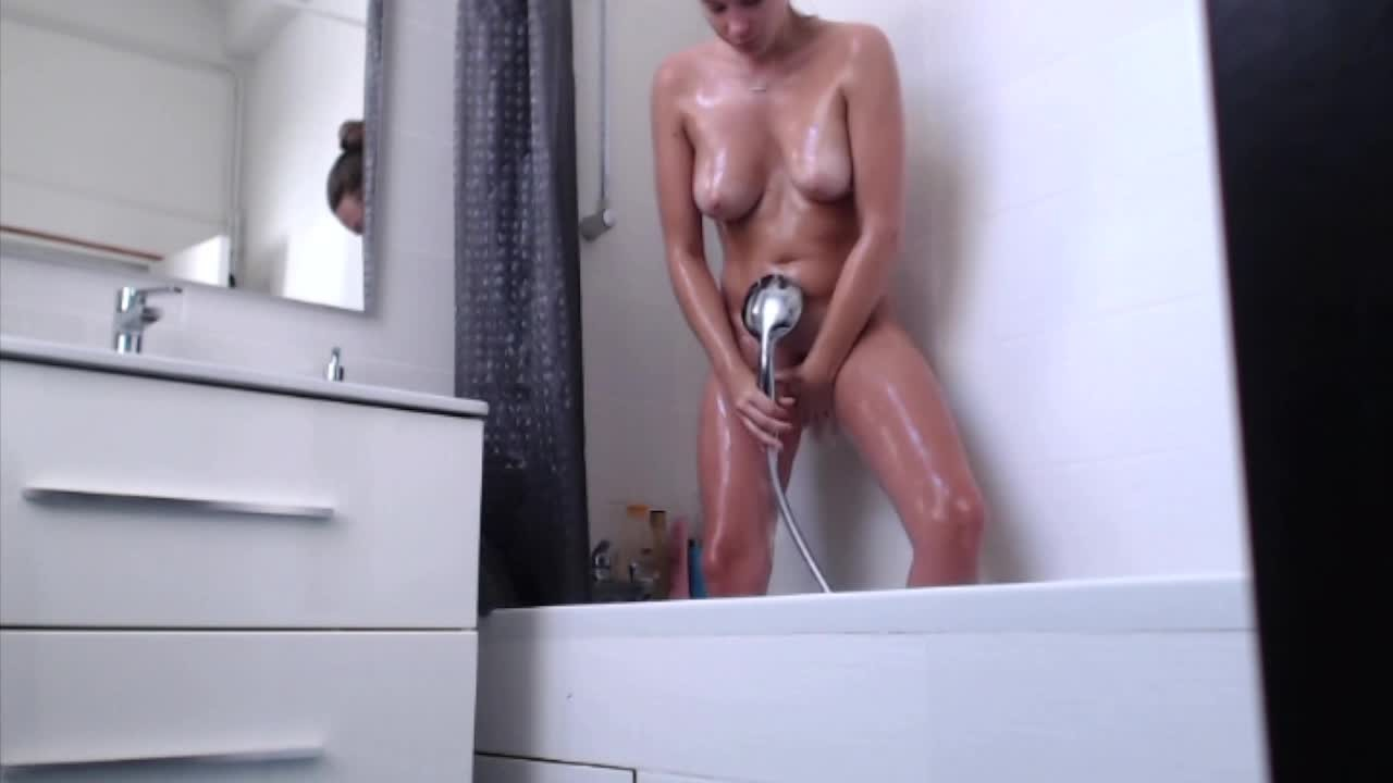 Tight Teen Orgasms & Squirts in bath