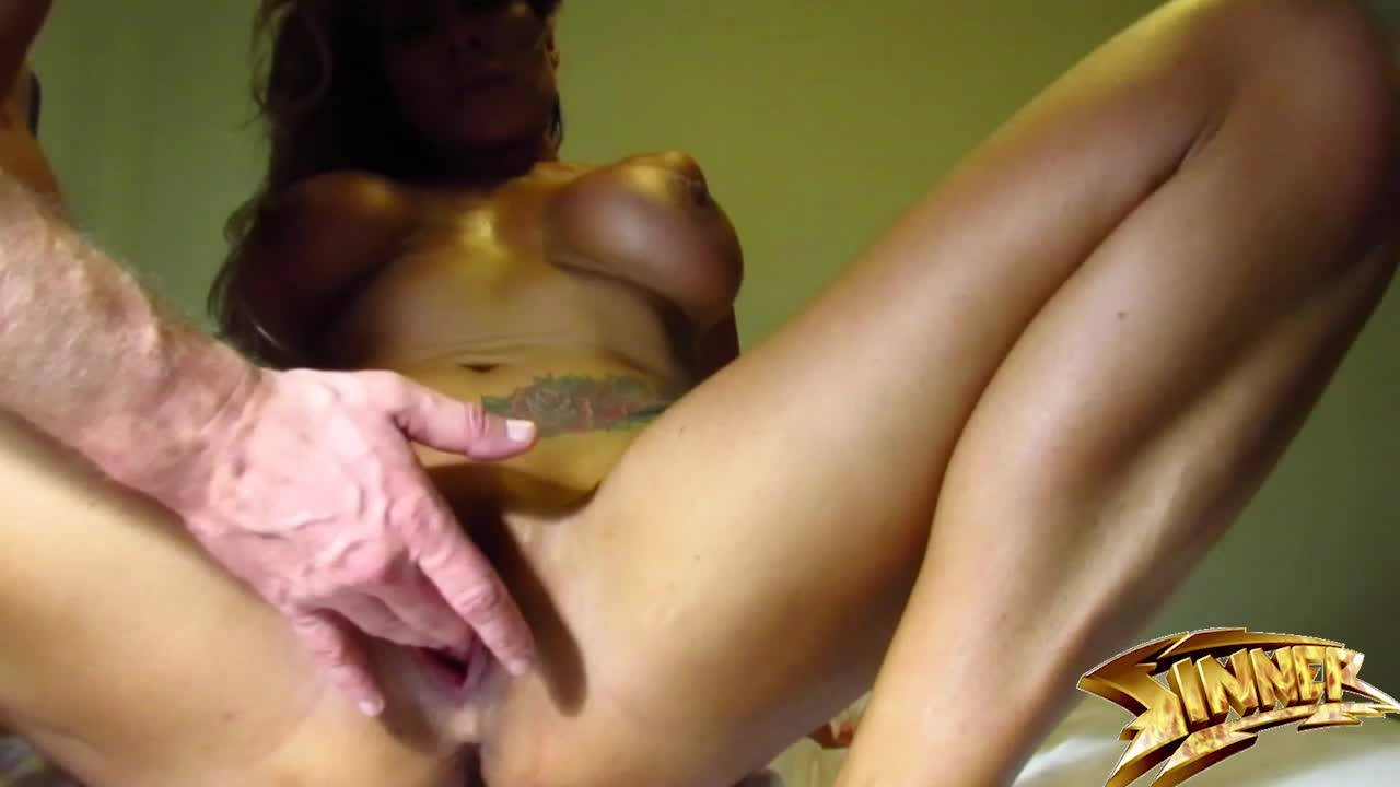 Ebony Making Her Pussy Squirt