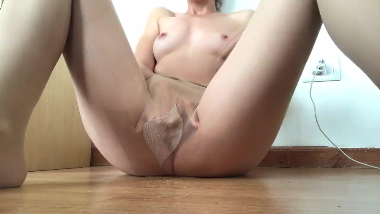 Моя подруга мастурбирует и кончает #12