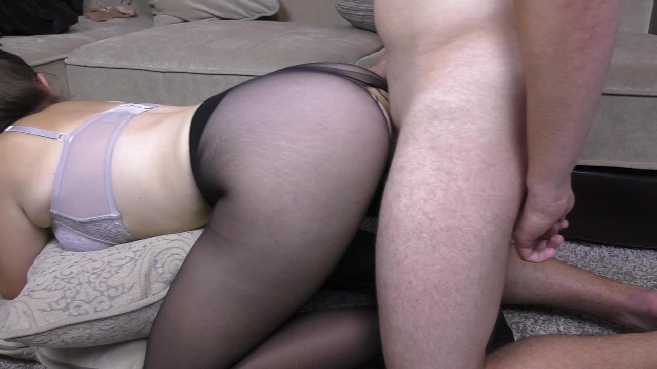 Большой жопа школьница имеют секс в через колготки