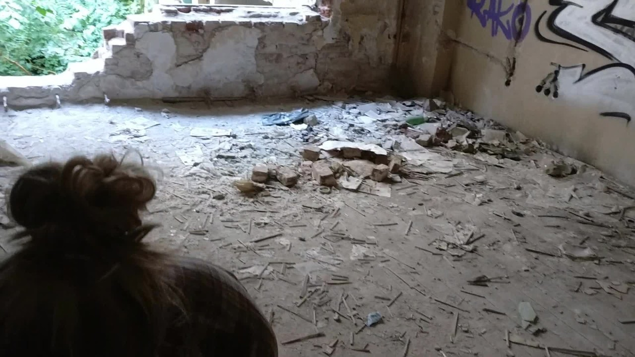 Трут дата идея публичный секс в заброшенном здании-капает сперма в жопе