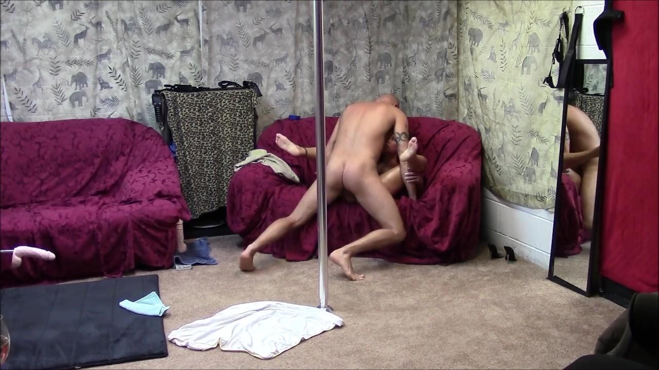 Горячая пару полюс танец и ебёт сессии