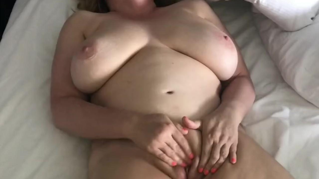 Возбужденный голый жена трется ее киска для оргазм-непослушный домашние