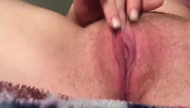 Teen girl rubbing her clit til she comes