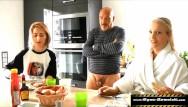 Louise appleton nude Tochter gefickt, ihre schockierte freundin bläst
