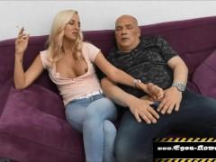 Blonde Bumssau lässt sich von Egon Kowalski durch ficken