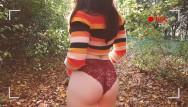Sex dans les maison de retreat - Plein air - copine hipster prend son pied dans les bois.
