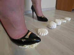 Сrush fetish. Thick legs in high-heeled shoes trample a gentle marshmallow
