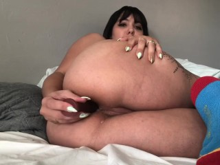 Horny latina plays with her ass hole