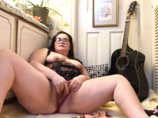 Chubby BBW gets horny while reading old school lesbian magazine