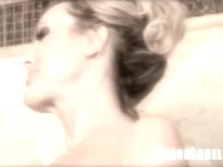 Brandi Love rubs her clit to orgasm in the shower