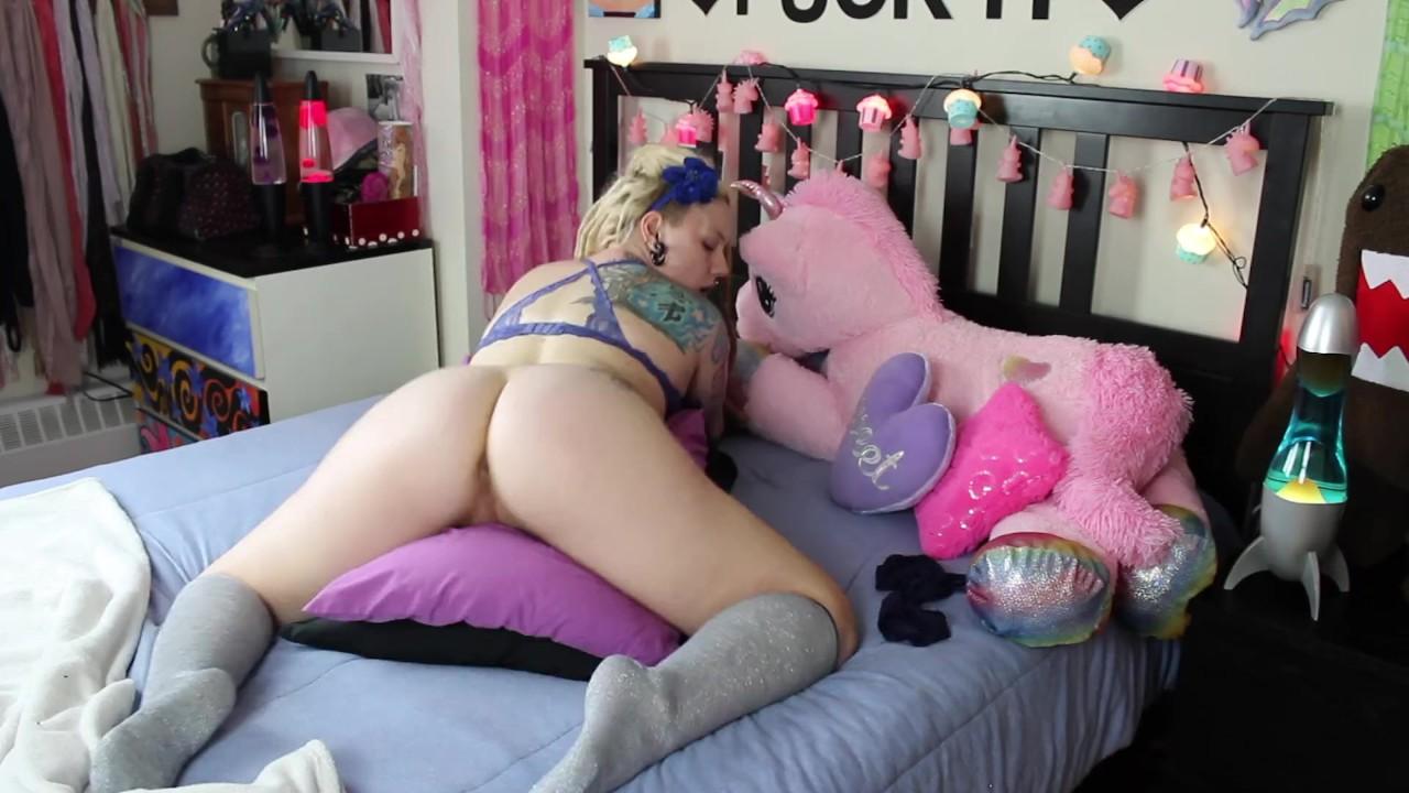 Hot girl pillow humping