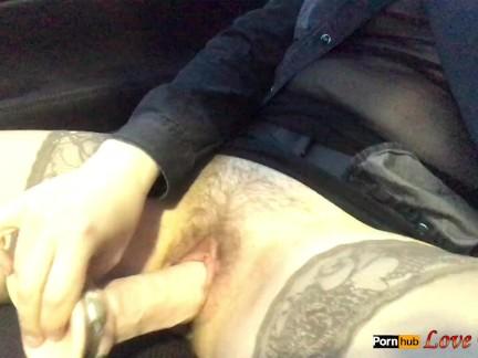 Супруга мастурбировать в автомобиле, пока он ездит