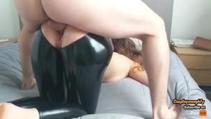 Секс в открытых штанах из латекса, красавицы в порно белье видео