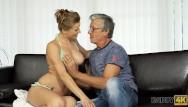 Op ed teen Daddy4k. papà ha un sacco di soldi ed è molto gentile con la ragazza adoles