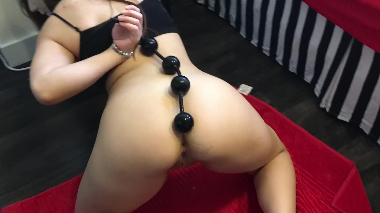 Rim jobs with anal beads — pic 9