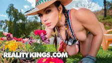 Reality Kings -Thicc landscaper Valentina Nappi loves big dick