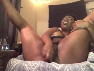 Fey Sinclair masturbates while boyfriend plays video games live with friend
