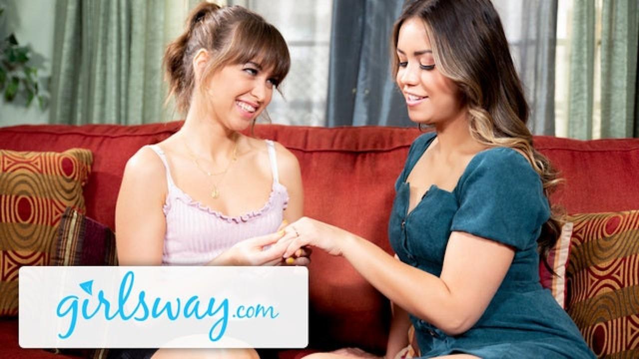 Alina Lopez is Scissoring Riley Reid's Hairy Box- Girlsway