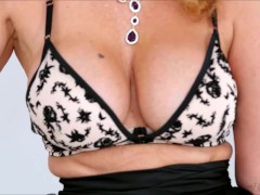 Lonely Cougar Julia Ann Plays With Herself To Climax In The Living Room