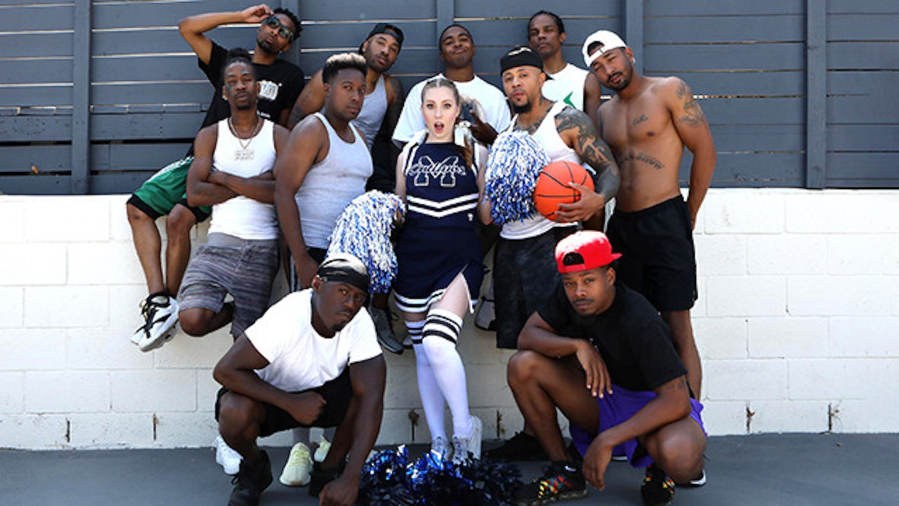 Cheerleader Teen Arietta Adams Blows A Group Of Black Guys