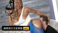 Gym workout nude - Brazzers - phat ass ebony moriah mills takes white cock at the gym