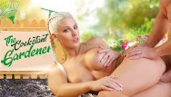 Pic galleries free porn - Vrconk blonde gardener has a special gift for you vr free porn