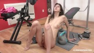 Lina romay licks pussy Teen hits the gym to keep her pussy tight