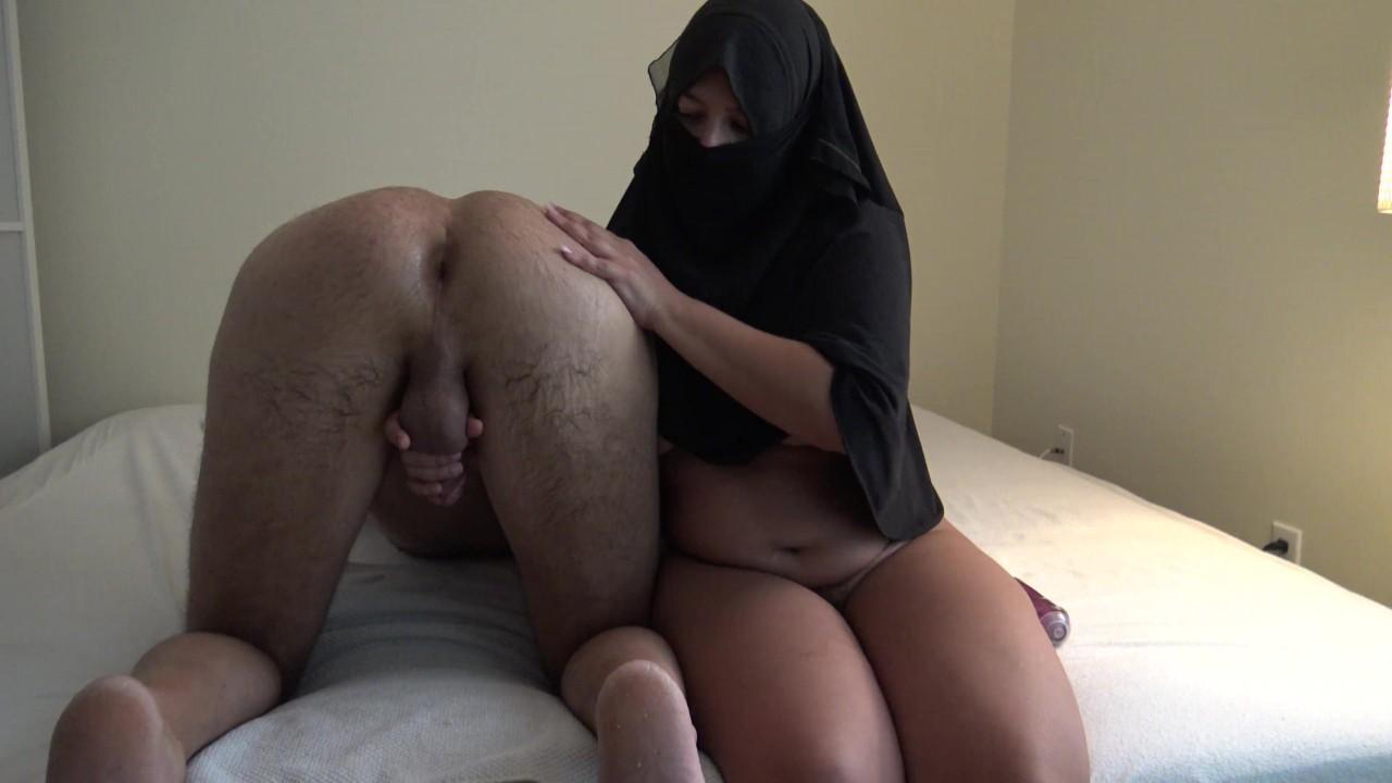 ARAB TEEN MILKING SAUDI CUCKOLD ديوث سعودي مع أخته سارة - RedTube