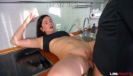 Hells kitchen fucked - Fucked a neighbor in the kitchen and cum on face / luna roulette