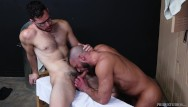 College gay locker room men - Hairy older men go bareback in locker room - menover30