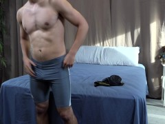 Amateur Hunk Strokes zijn dikke doorboorde haan - ActiveDuty