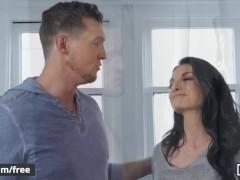 Mencom - Dude bareback bedriegt zijn vrouw met hunk - Pierce Paris Colton