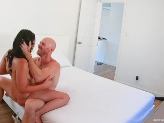 Johnny Sins – Busty Teen Oils Up Body and Fucks Step Dad